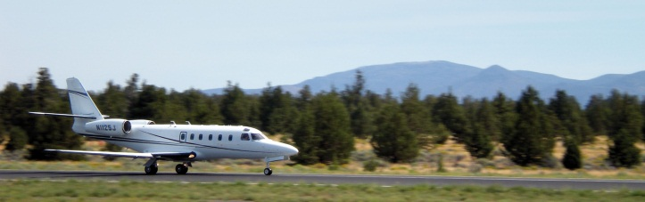 Private Jet Landing at Bend Airport
