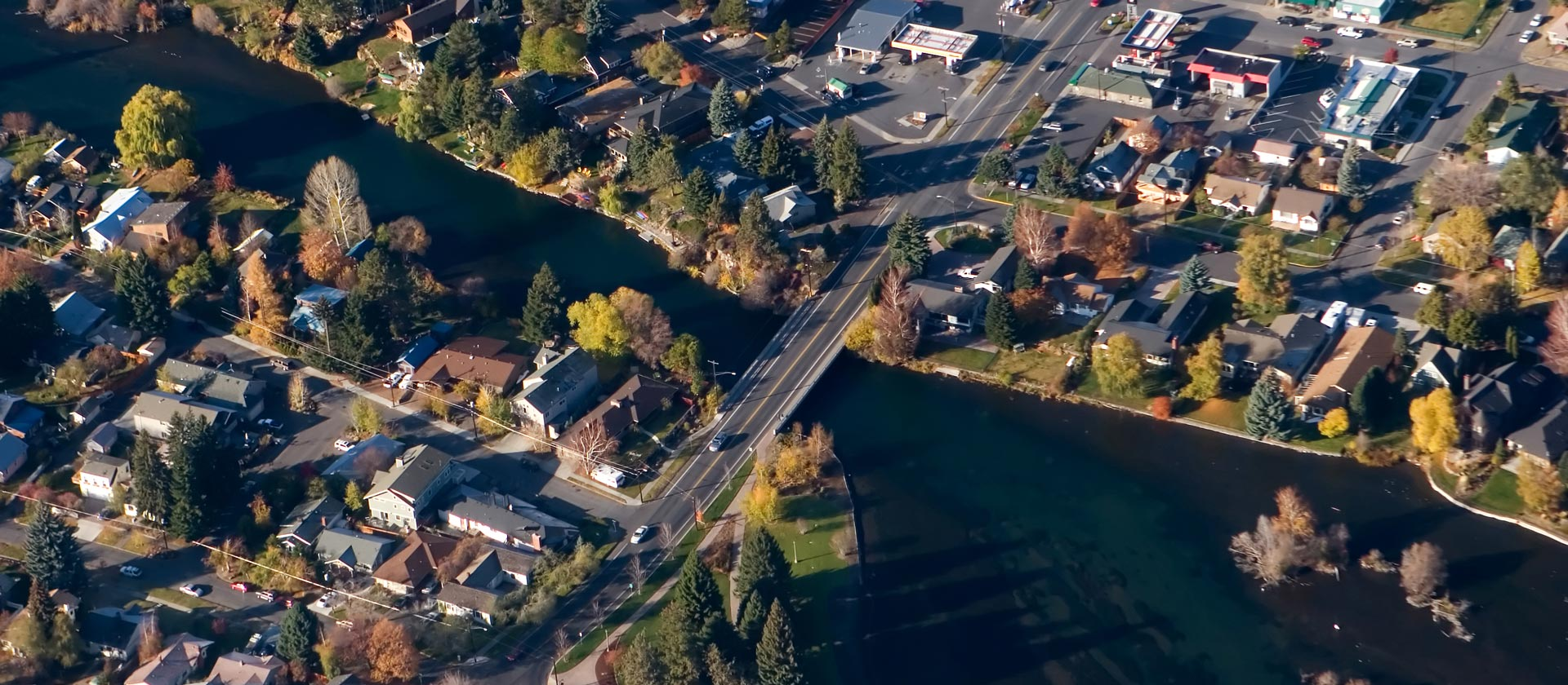 Aerial photo of Bend, focused on the Galveston Avenue bridge as it crosses the Deschutes River.