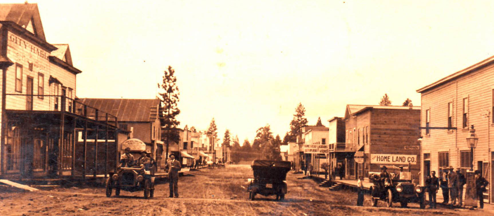 Wall Street in Bend in 1910, unpaved.